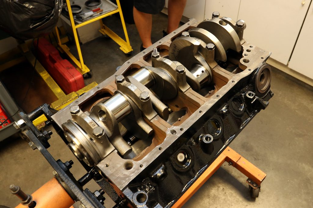 Ford 302, 5.0 liter block with Scat cast crankshaft.